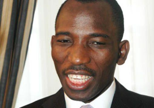 Le ministre Gilbert Bawara sur un siège éjectable